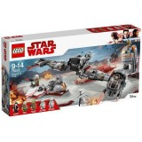 LEGO Star Wars Apararea Planetei Crait 75202