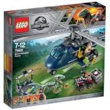 LEGO Jurassic World Urmarirea lui Blue 75928